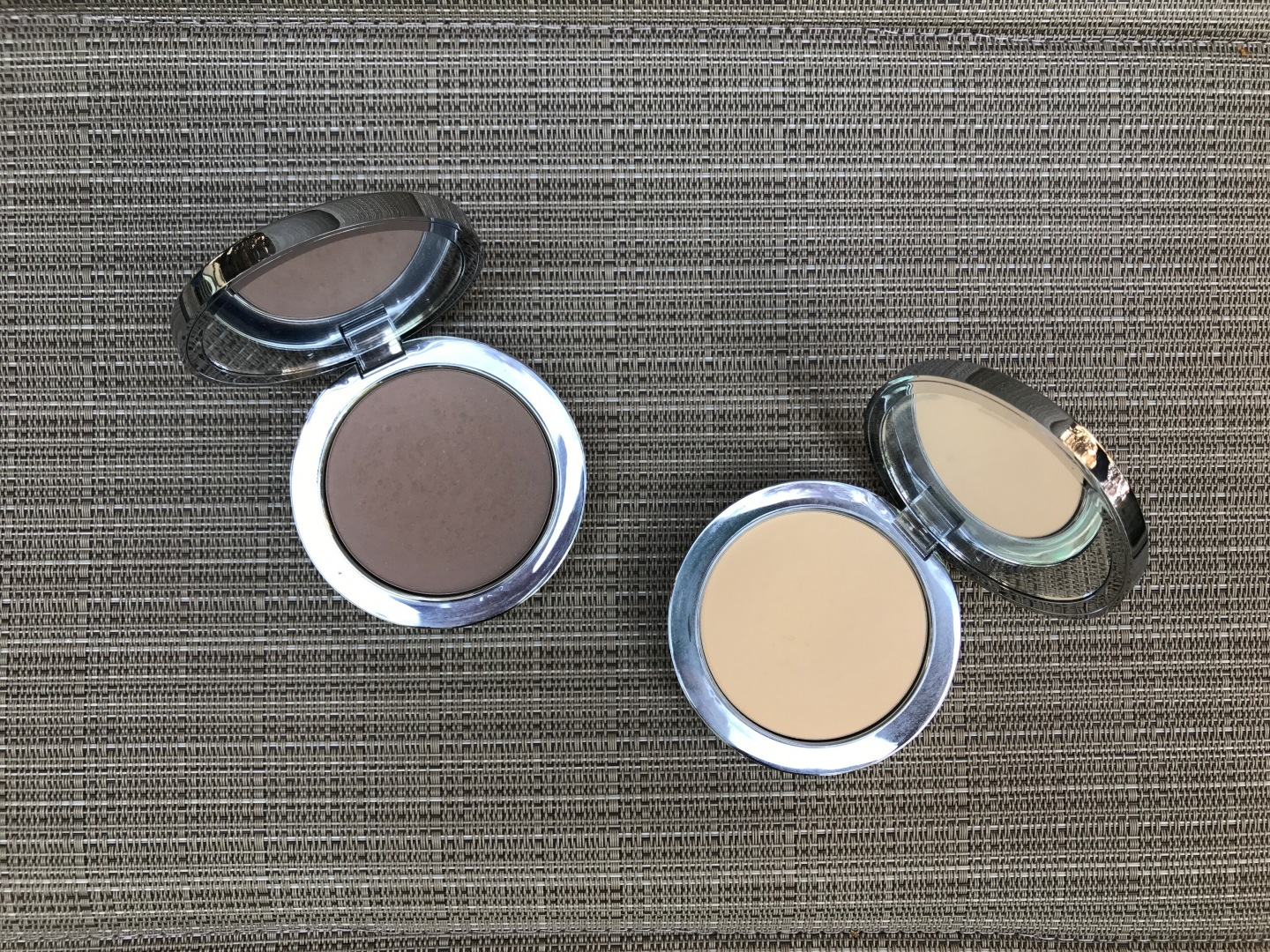 Rodial Instaglam Compact Deluxe Banana Powder And